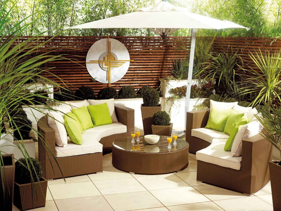 How to decorate your patio on a budget for Outdoor living patio furniture
