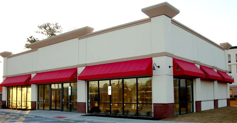 Why Restaurants Choose Red Awnings Retractable Awnings